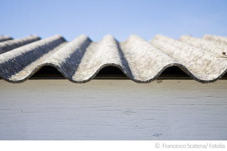 Asbest kann in zahlreichen Baustoffen im Haus vorkommen. Sicherheit bringt ein Asbest Test.