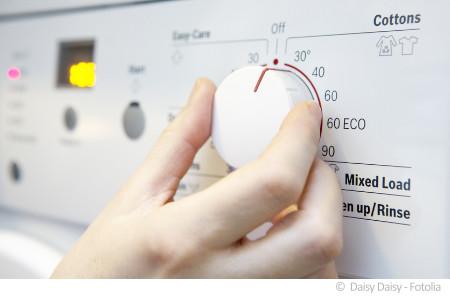 Elektronische Geräte wie eine Waschmaschine beinhalten zahlreiche Schadstoffe.